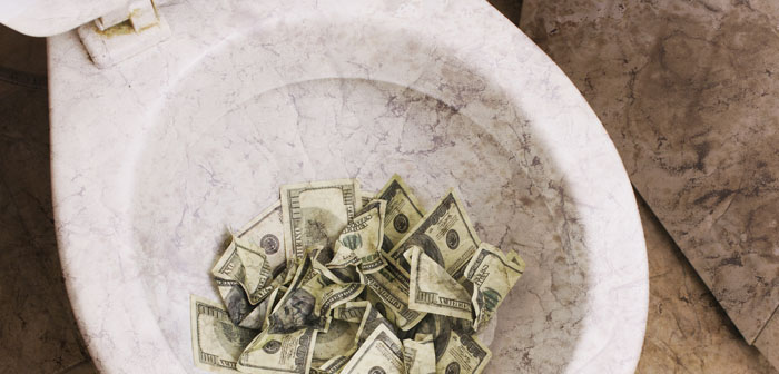 Skjulte IT udgifter er penge du skyller lige direkte i toilettet - hver dag.